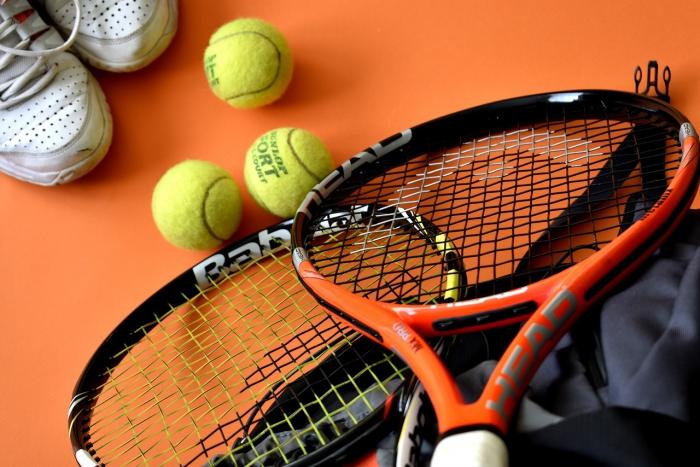 Speel tennis in de tennishal van TOP Papendrecht